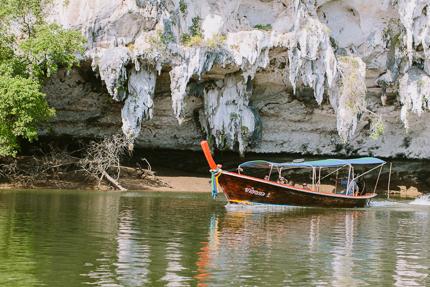 Mit Longtailboot durch den Nationalpark Ao Phang Nga.